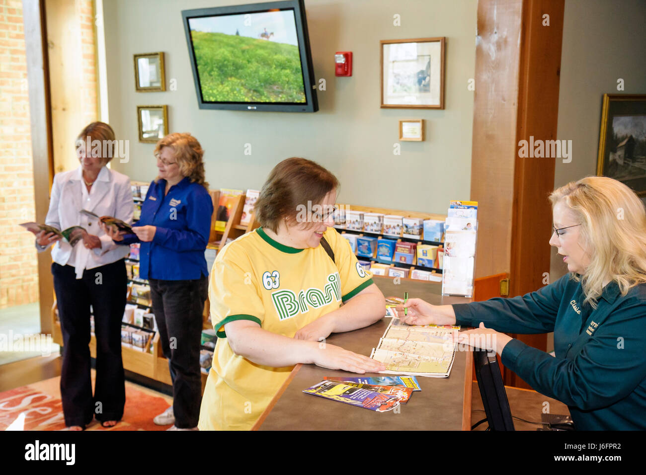 Tennessee Sevierville Chamber of Commerce Visitor Center women tourists travelers helper greet welcome information - Stock Image