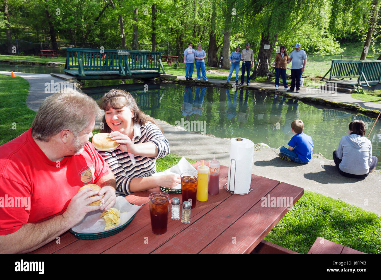 Tennessee Sevierville English Mountain Trout Farm and Grill catch eat rainbow trout man woman couple picnic table - Stock Image