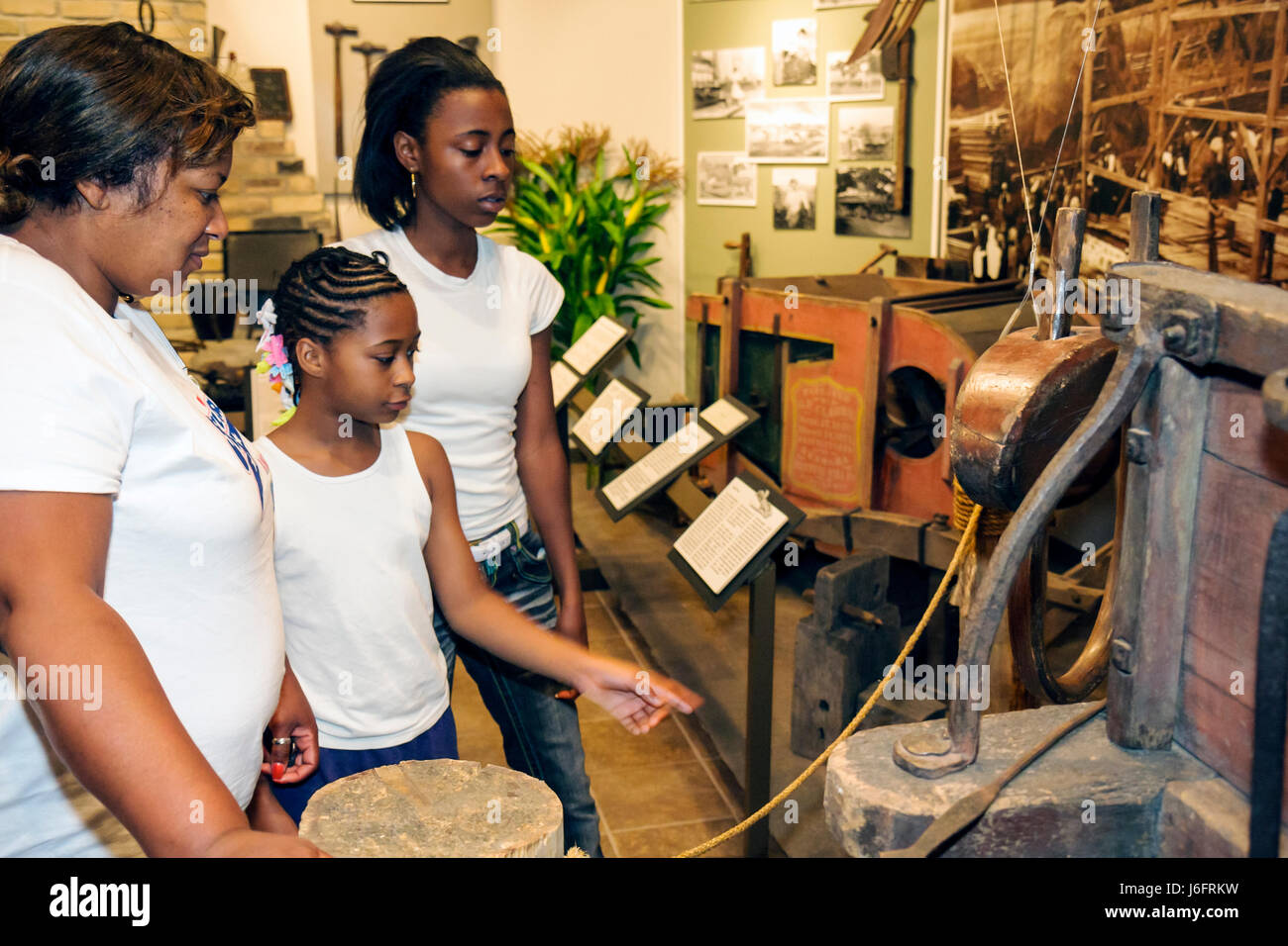 Wisconsin Kenosha Simmons Island Kenosha History Center Yesteryear Gallery Black woman girl teen mother child family Stock Photo