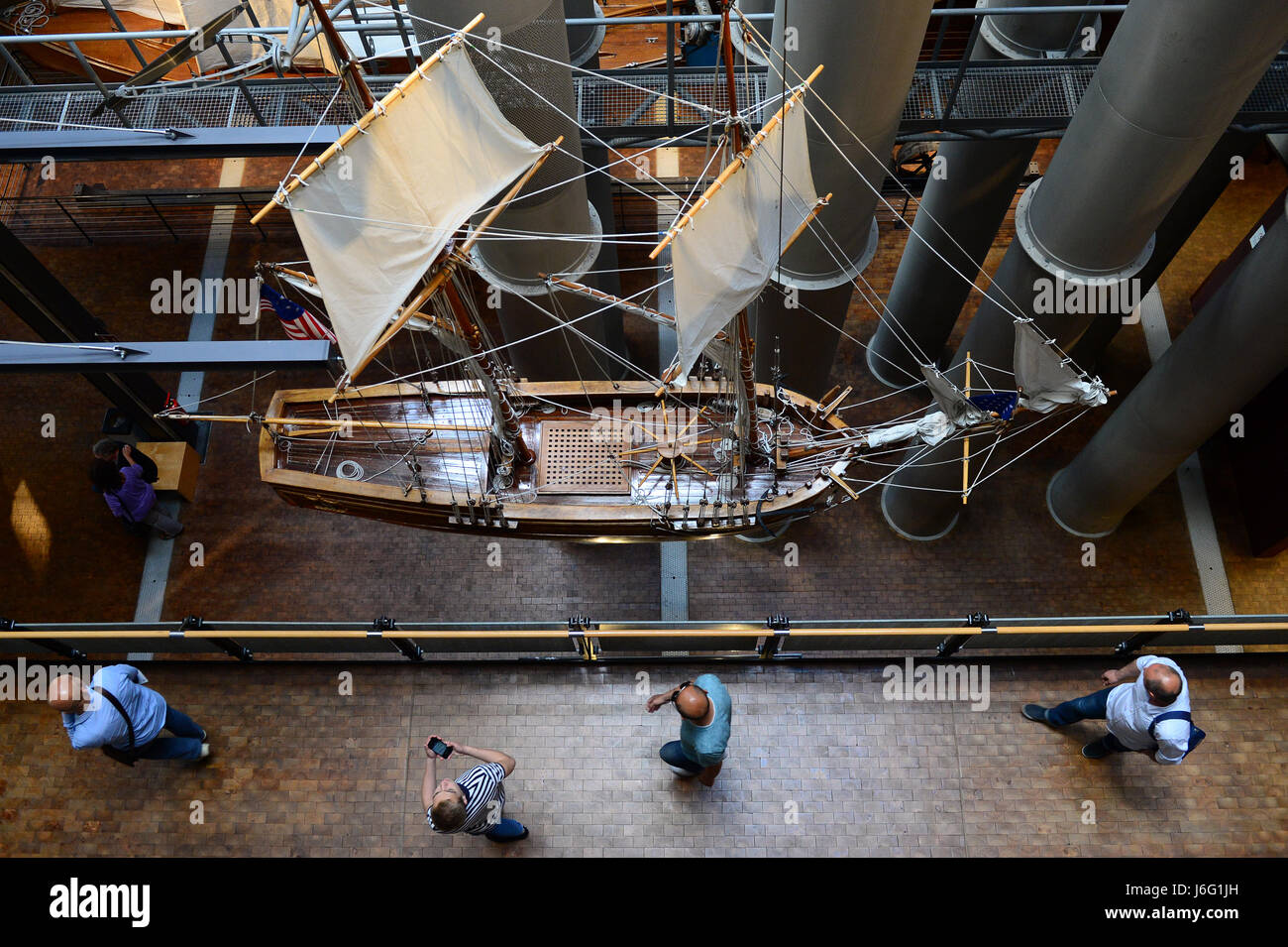Berlin, Germany. 21st May, 2017. Visitors looking at a model of the american schooner Resoulution in the German - Stock Image