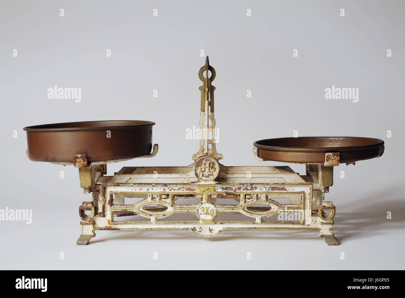rusty equilibrium weigh scales kilogram old pointer iron rusty equilibrium - Stock Image