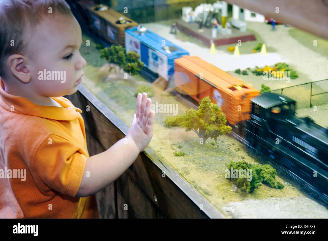 Virginia Roanoke Virginia Museum of Transportation O gauge Model Train Layout exhibit miniature boy watches - Stock Image