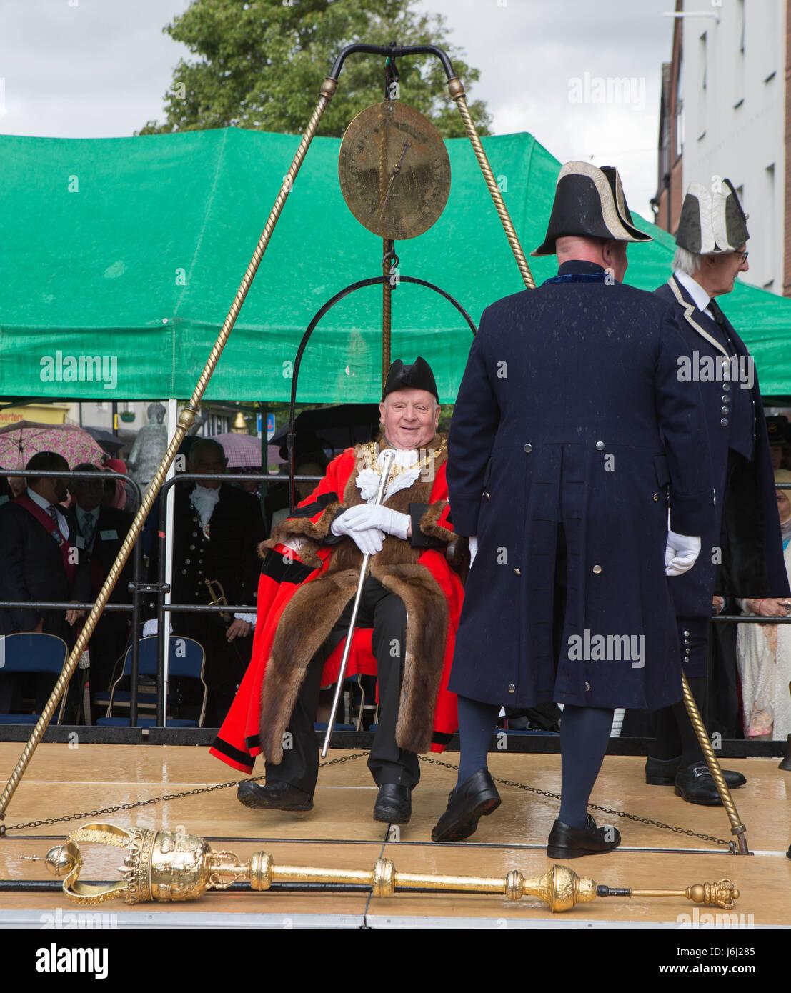 20 May 2017 The High Wycombe Mayor weighing ceremony High Wycombe Bucks UK the High Wycombe controversial new Mayor Stock Photo