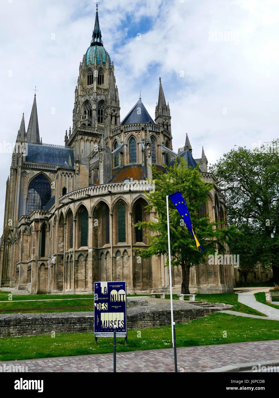 Bayeux Cathedral, Cathédrale Notre-Dame de Bayeux, with sign for La Nuit de Musées, Museum Night, in foreground, - Stock Image