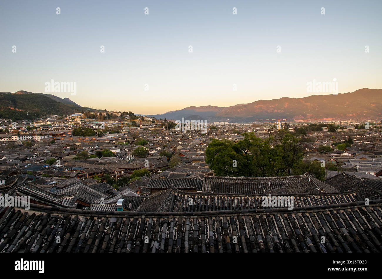 Evening bird eye view of local historical architecture roof building of Old Town of Lijiang in Yunnan, China. - Stock Image