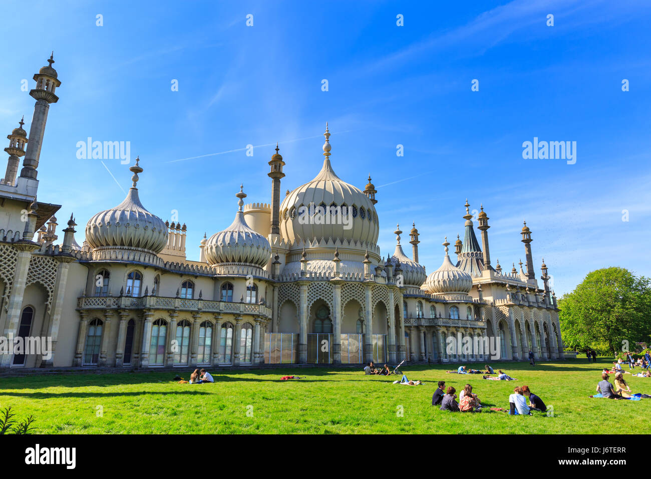 Brighton, UK, 21st May 2017. People enjoy a sunny and warm day on the lawns around Brighton's Royal Paviilon - Stock Image