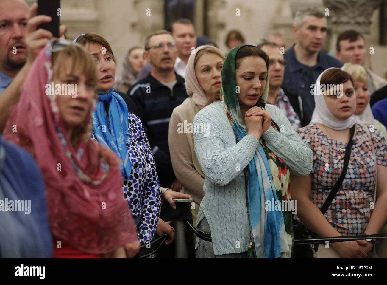 Bari, Italy. 21st May, 2017. Believers seen during a liturgy at the Basilica of Saint Nicholas ahead of sending - Stock Image