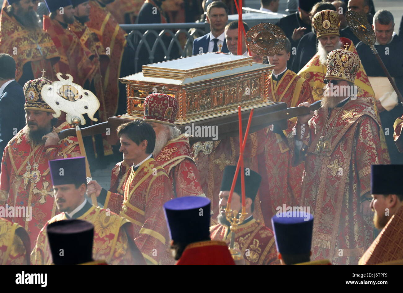 Moscow, Russia. 21st May, 2017. Clergymen seen during a ceremony to greet an ark bearing the relics of St Nicholas, - Stock Image