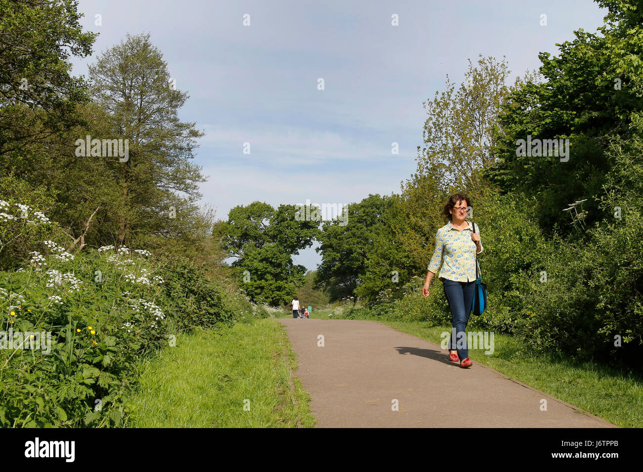 Uttoxeter, Staffordshire. 22nd May 2017. Local residents enjoy the start of a week-long heat-wave in Uttoxeter, - Stock Image
