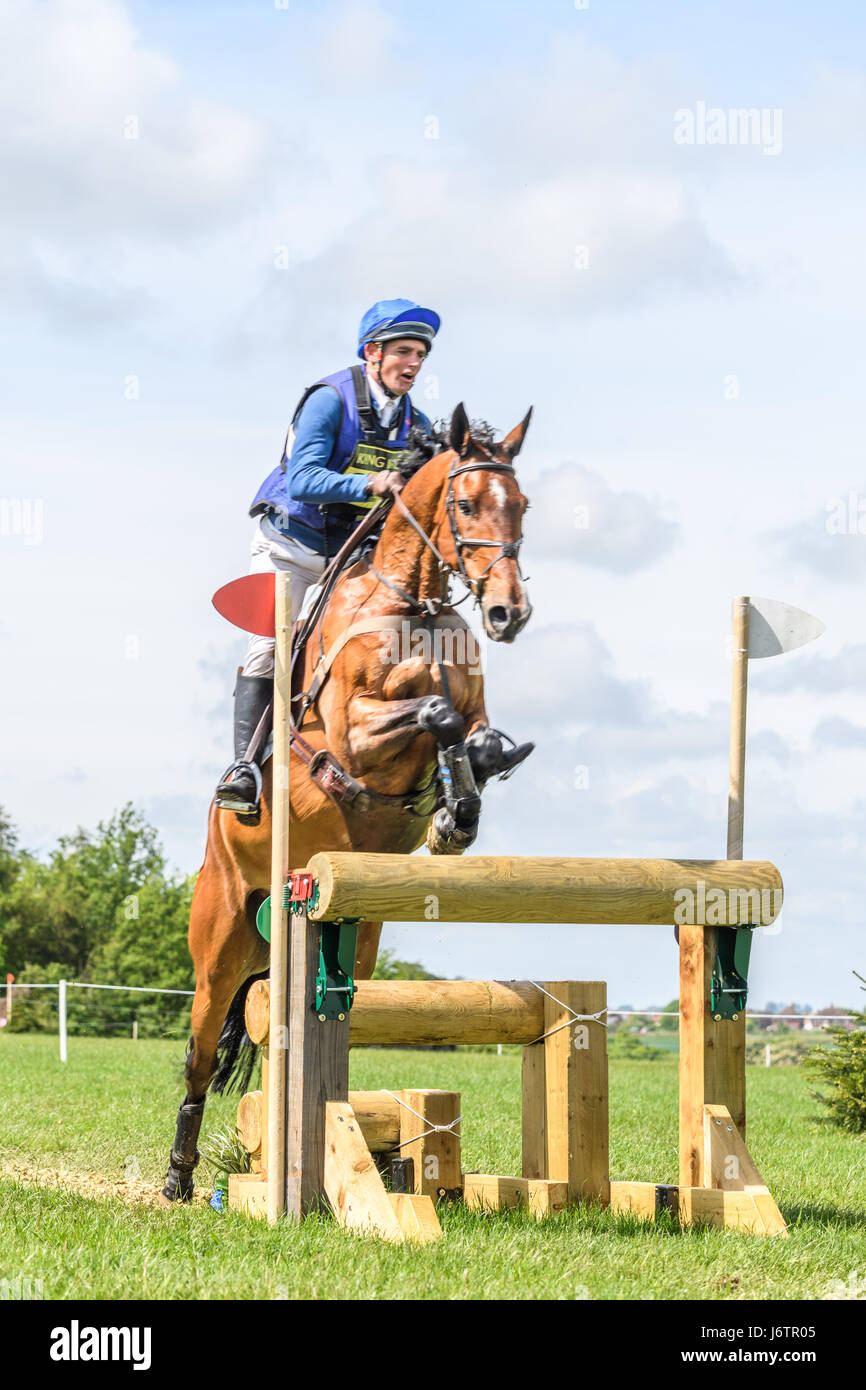 Rockingham Castle, Corby, UK. 21st May, 2017. Andrew James and his horse Cool Chica clear a narrow triple log fence Stock Photo