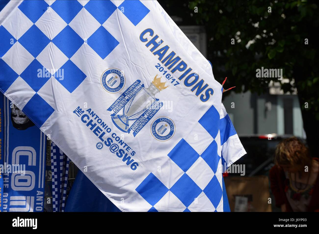 SCARFS AND FLAGS FOR SALE OUTS CHELSEA V SUNDERLAND STAMFORD BRIDGE STADIUM LONDON ENGLAND 21 May 2017 - Stock Image