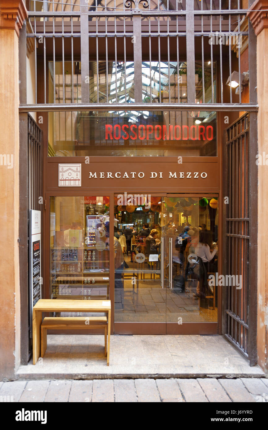 Entrance to the Mercato di Mezzo, Middle Market, Via Pescherie Vecchie, street of the Old Fish Mongers, Bologna, - Stock Image