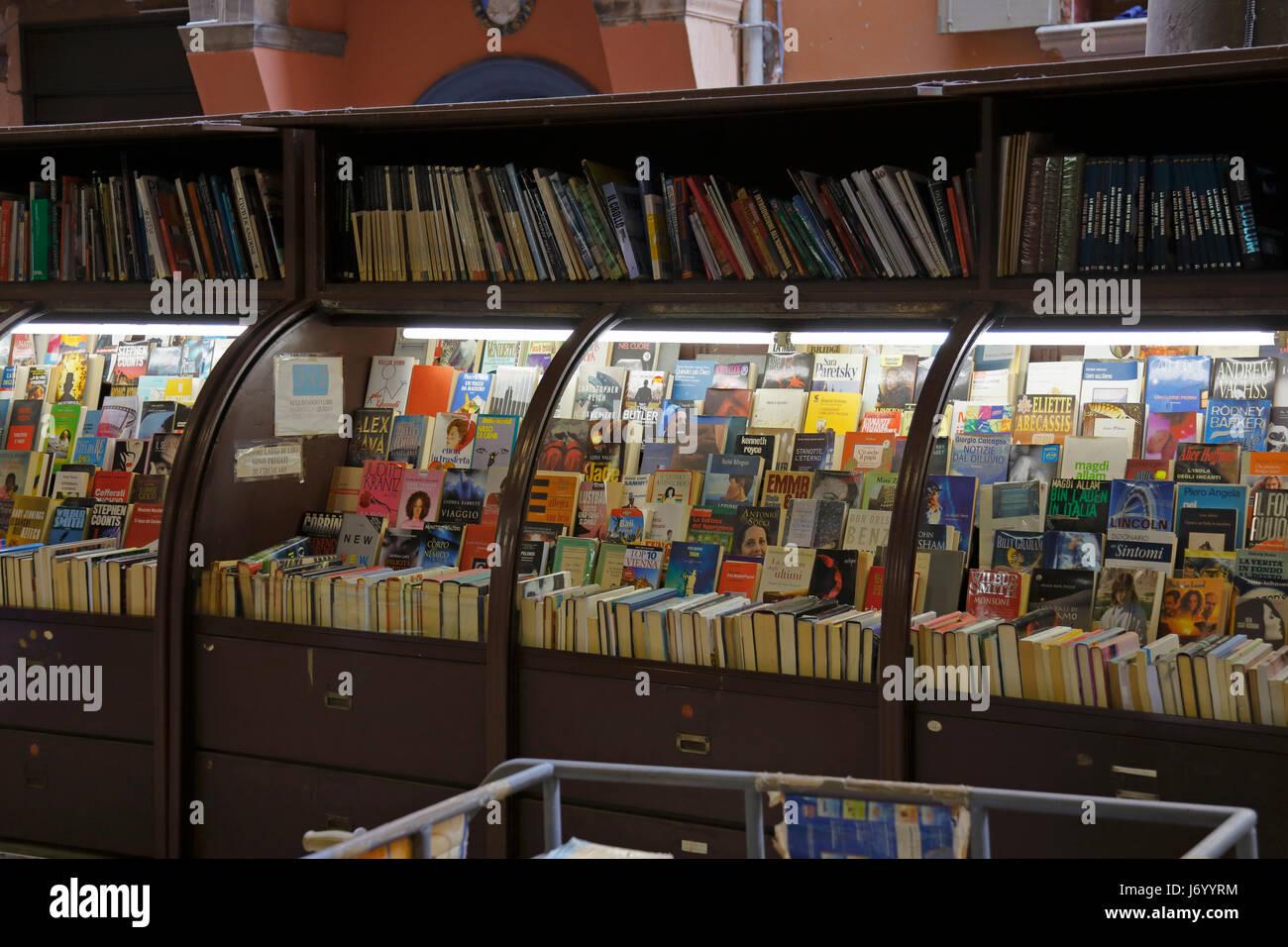 Secondhand books for sale at Libreria Nanni, Via Dè Musei, Bologna, Emilia-Romagna, Italy, Europe. - Stock Image
