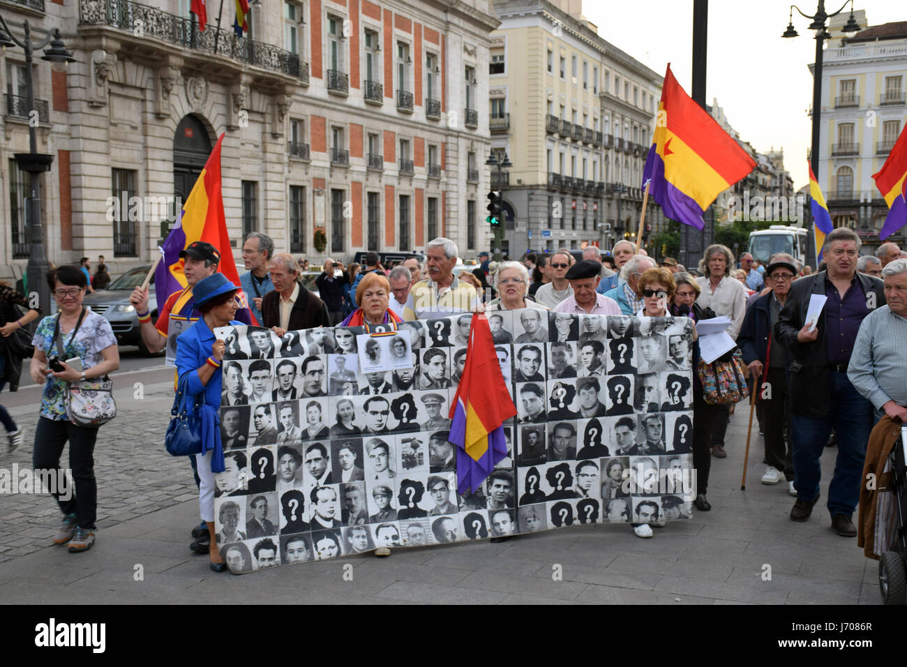 Weekly protest in Madrid regarding the Spanish government's refusal to exhume the bodies of thousands of people - Stock Image