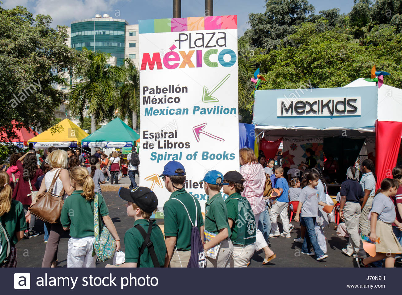 MiamiMiami Florida-Dade College Wolfson Campus Miami Book Fair International exhibitors booths sellers buyers shopping - Stock Image
