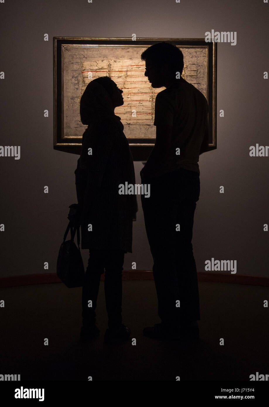Man & woman in Tehran Museum of Contemporary Art, Iran - Stock Image