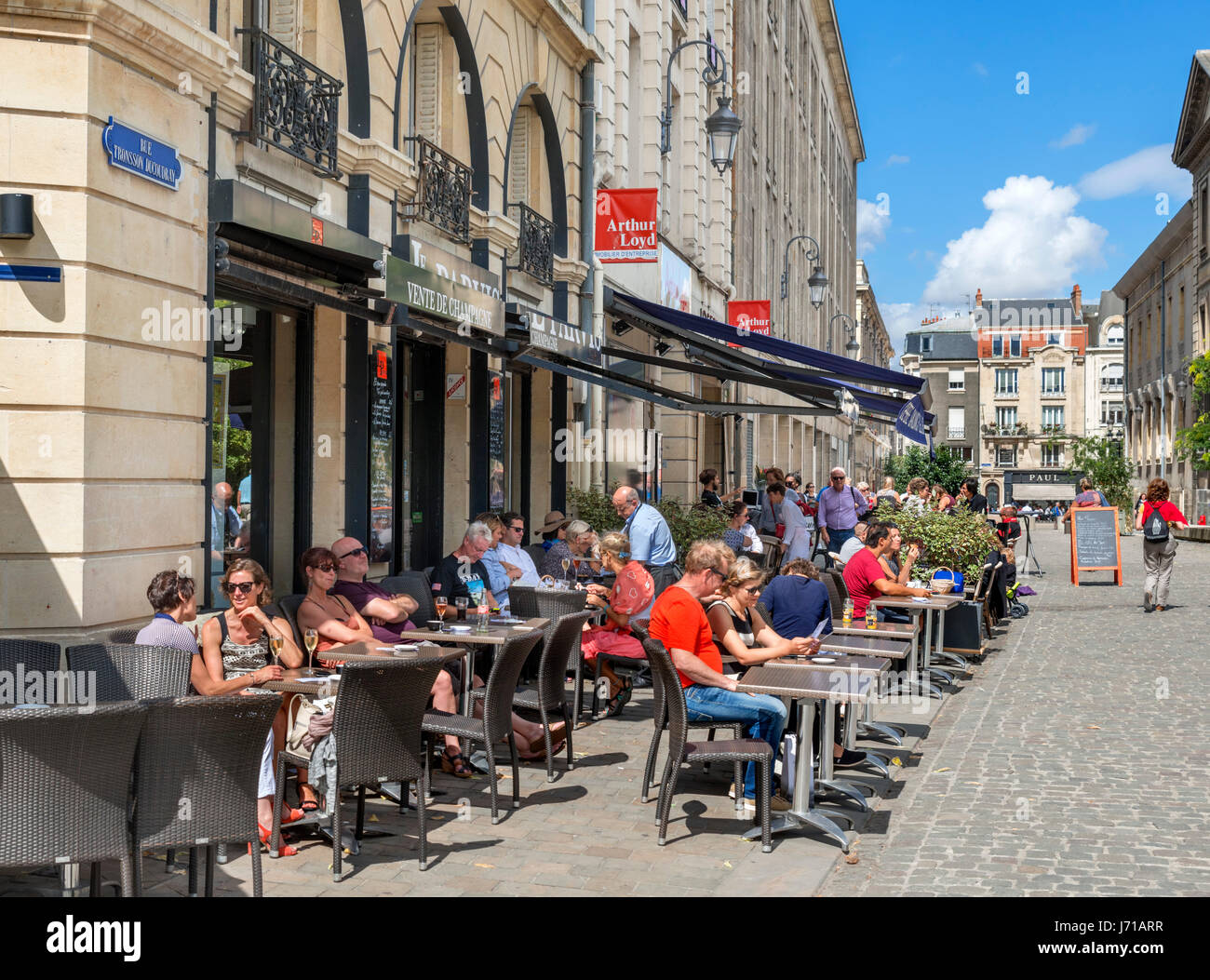 Cafes and shops near the cathedral, Rue Tronsson Ducoudray, Reims, France - Stock Image