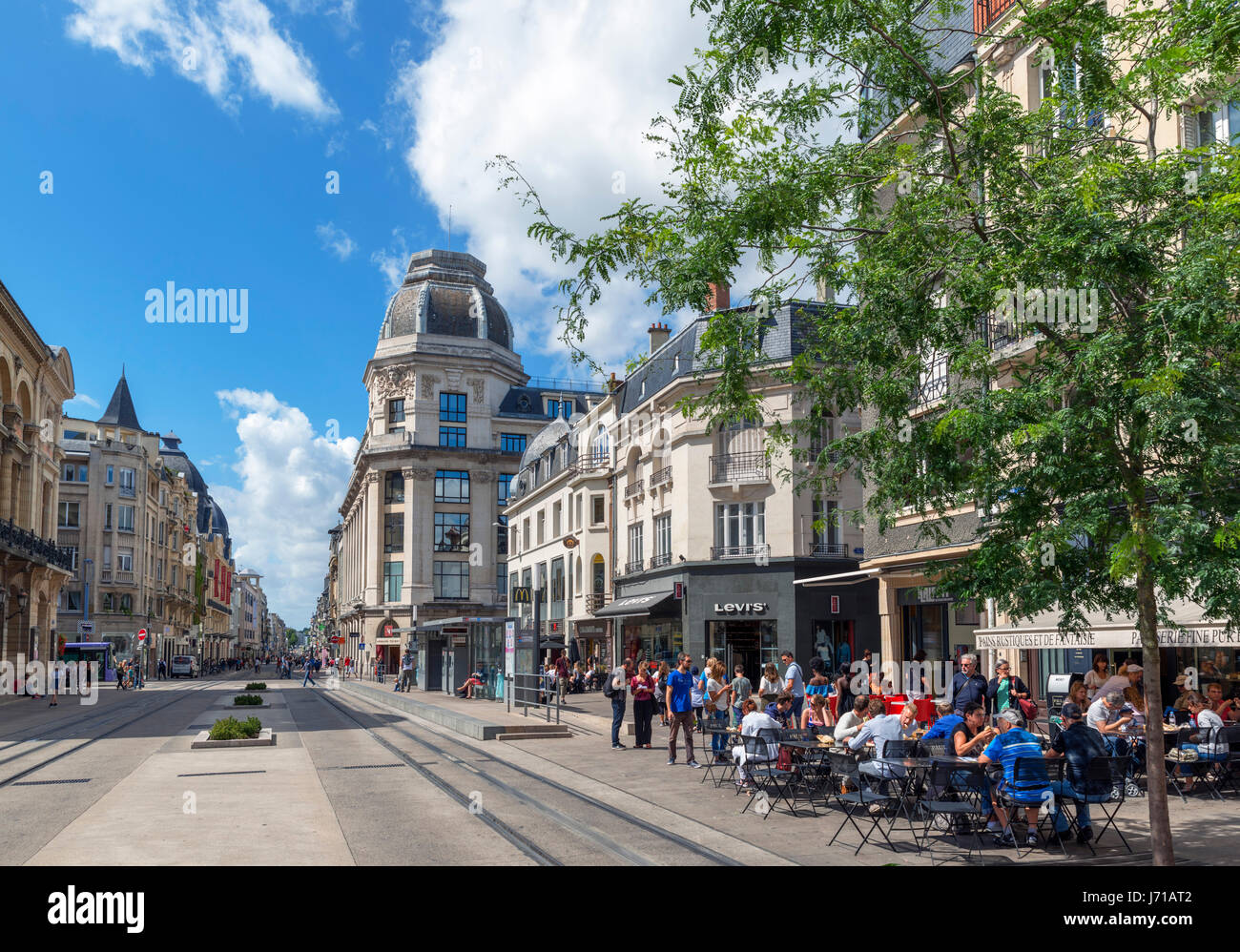 shops and cafe in the city centre rue de vesle reims france stock photo 142016002 alamy. Black Bedroom Furniture Sets. Home Design Ideas