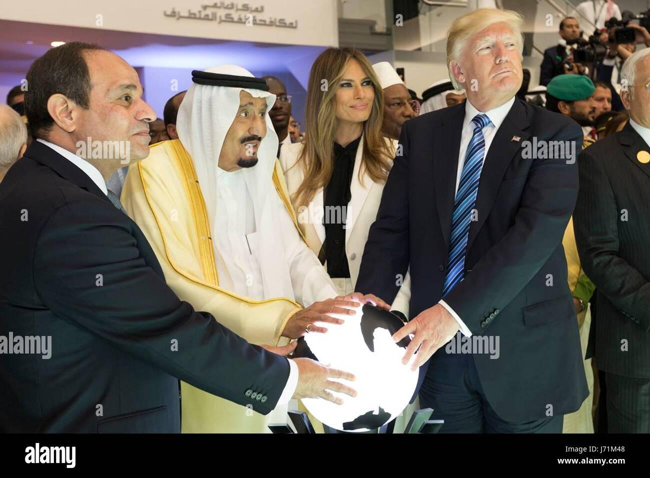 U.S. President Donald Trump and First Lady Melania Trump join Saudi King Salman bin Abdulaziz Al Saud and Egyptian - Stock Image