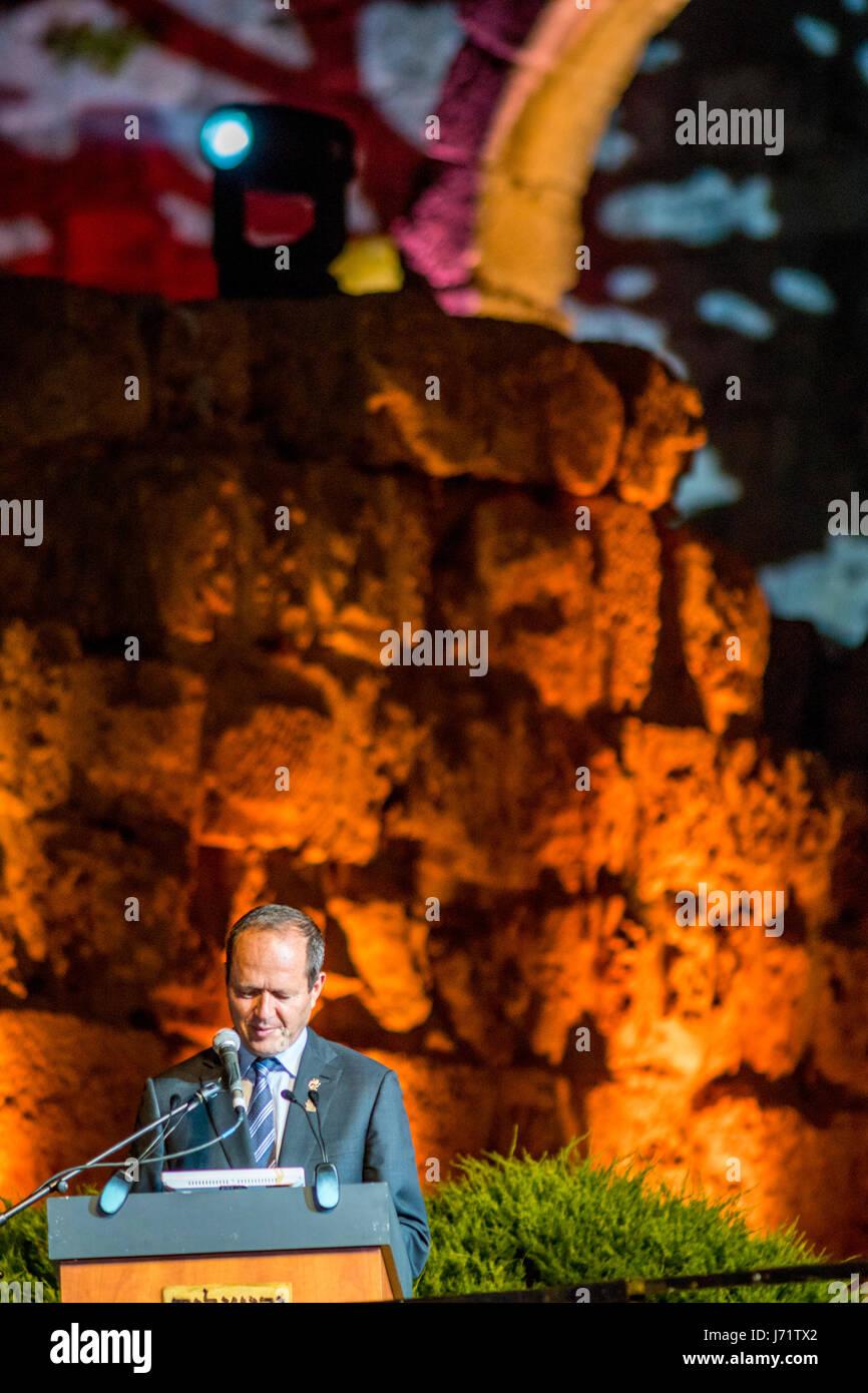 Jerusalem, Israel. 22nd May, 2017. Jerusalem's mayor Nir Barkat speaks at the annual ceremony at the famous - Stock Image