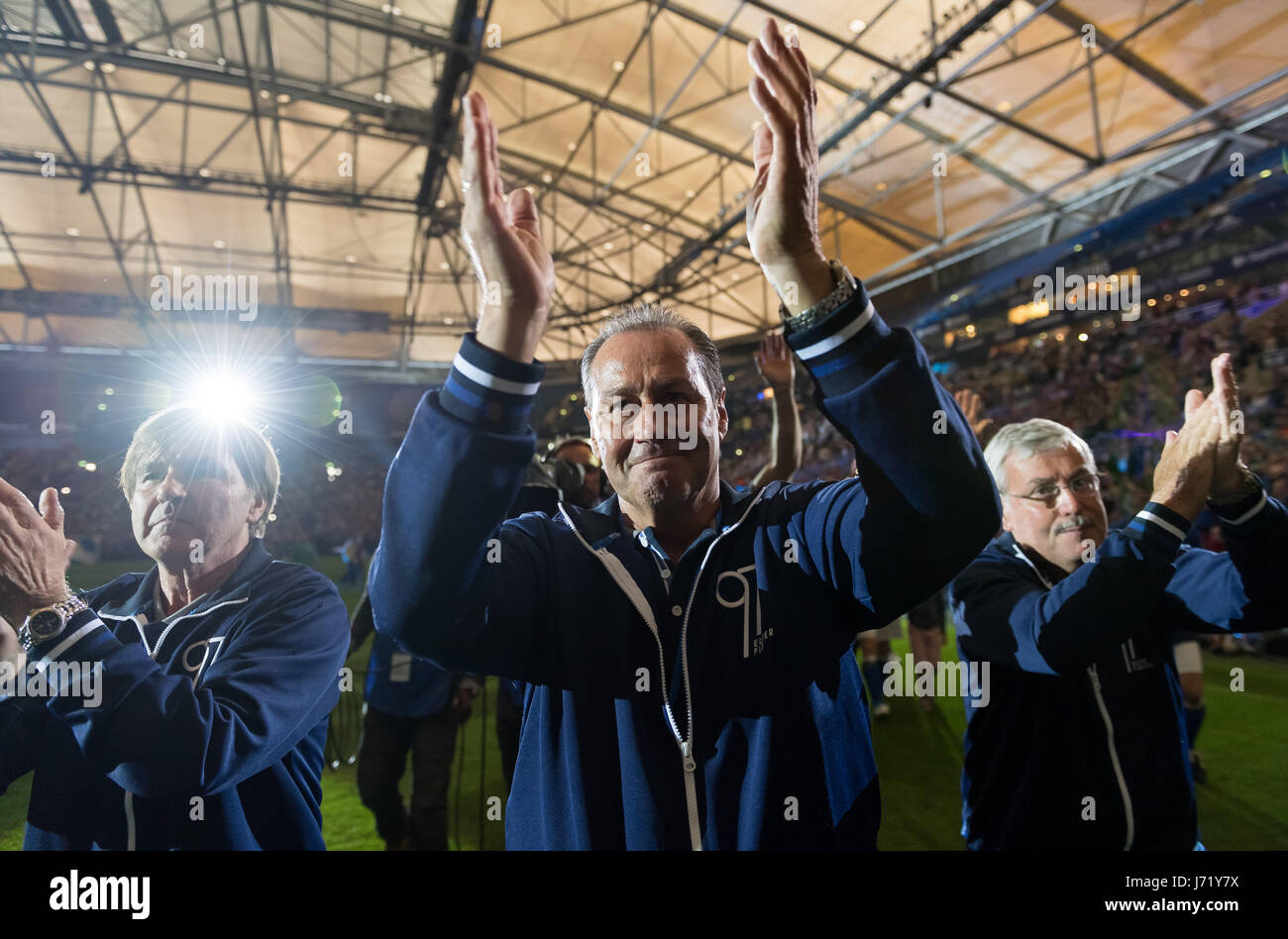 ad64051a42097 Huub Stevens thanks his fans during the farewell at the Eurofighter    Friends - Euro Allstars jubilee and farewell match for coach Huub Stevens  20 years ...