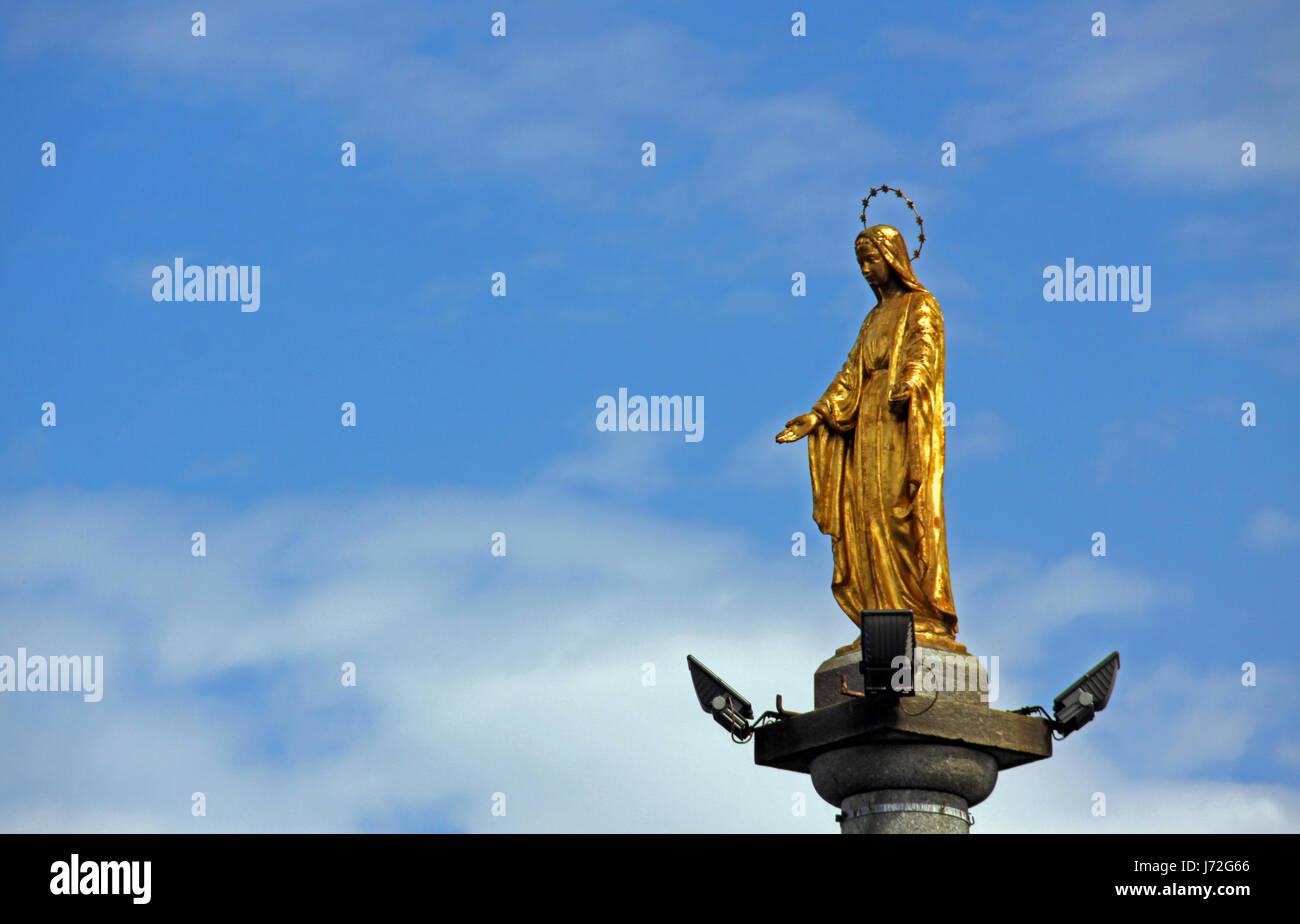 sculpture madonna aureole gold work of art sculpture harbor golden harbours - Stock Image