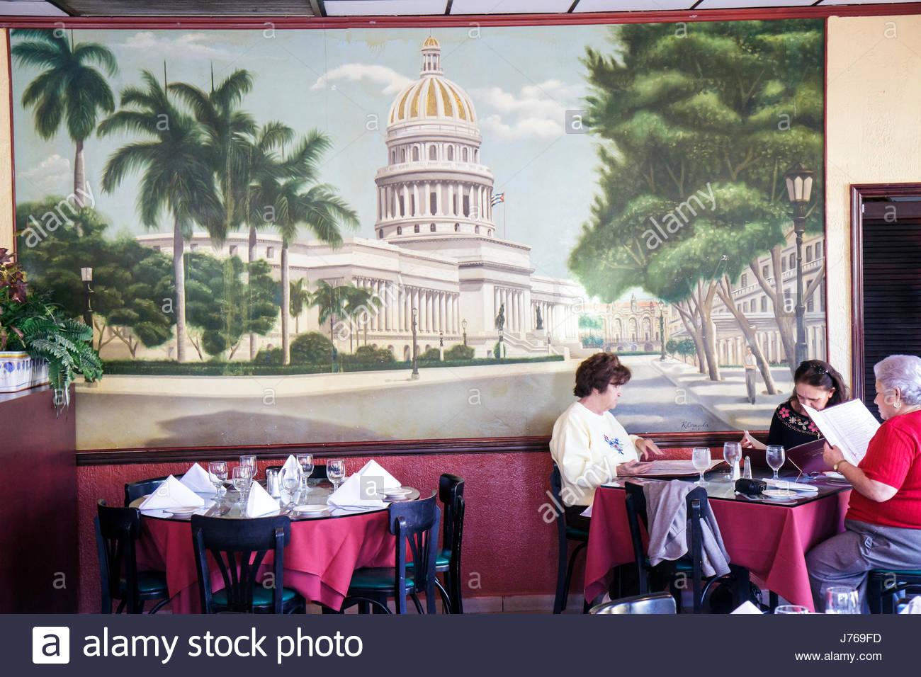Cuban People Eating Stock Photos & Cuban People Eating Stock