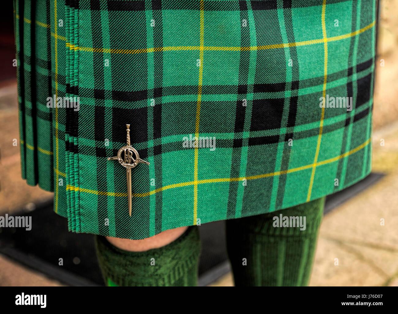 "Scottish Kilt Pin 4/""//Highland Pin Brooch//Thistle Round Kilt Pin"