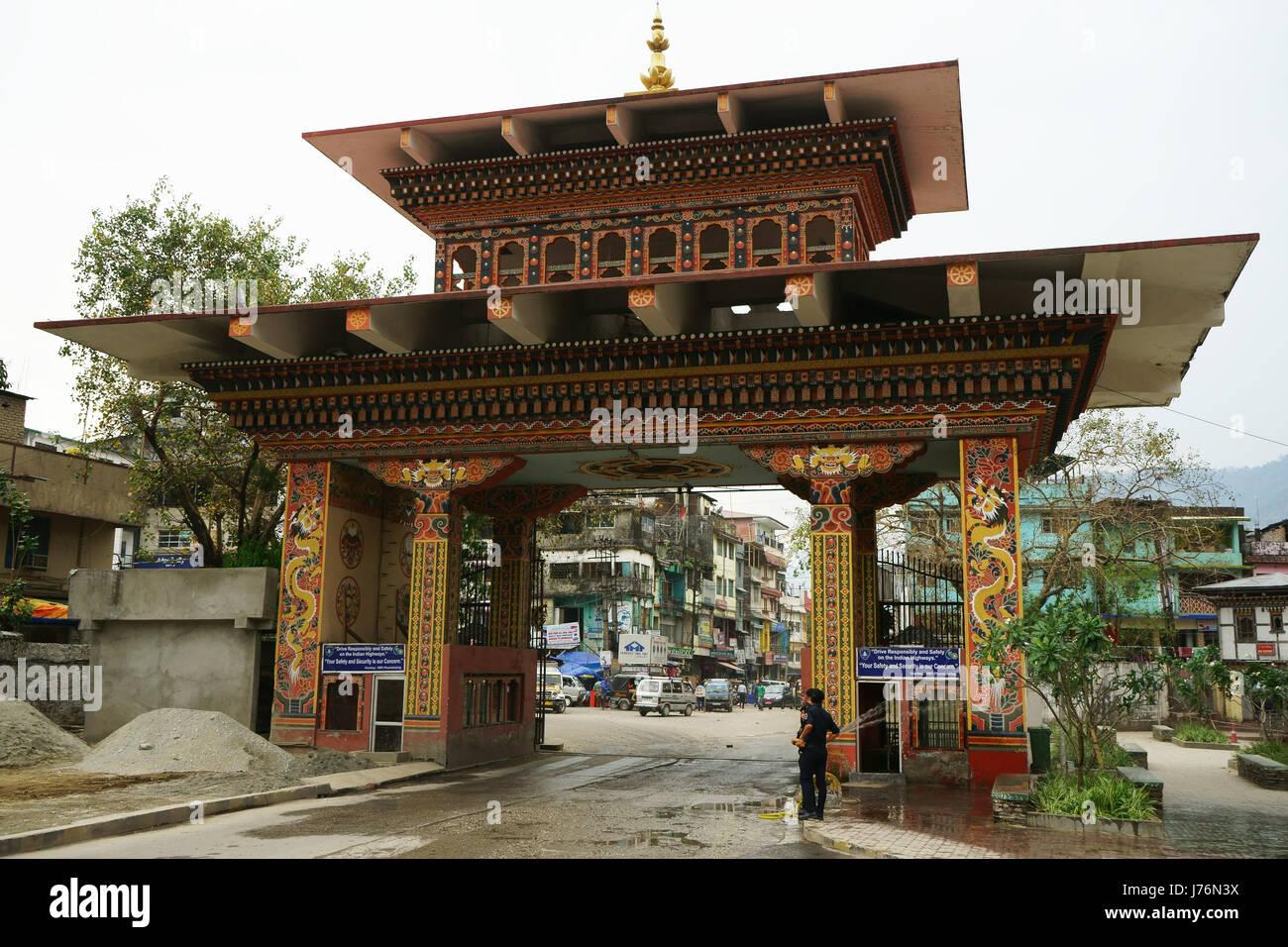 Gate between Bhutan and India at Phuentsholing, seen from Bhutan side, Bhutan - Stock Image