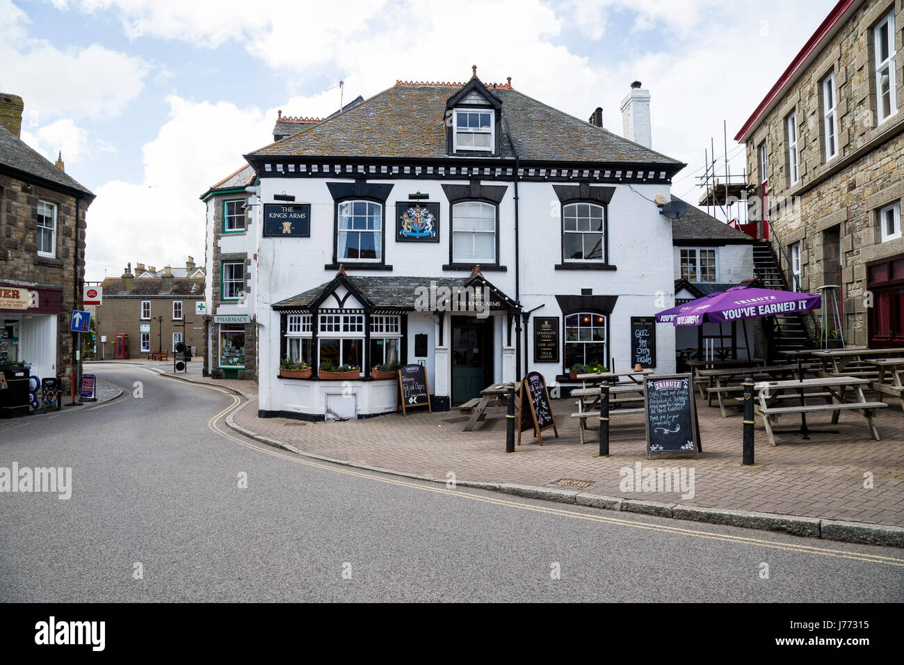 King's Arms pub and Marazion town centre - Stock Image