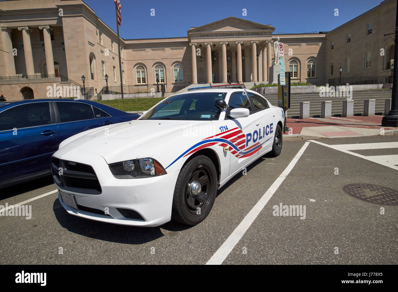 dc police car in front of District of Columbia City Hall now the court of appeals judiciary square Washington DC - Stock Image