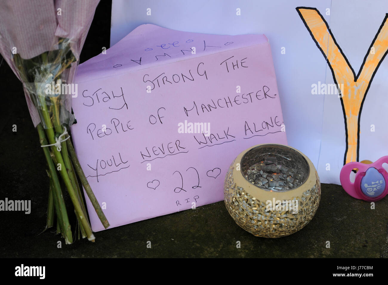 Manchester, UK. 23rd May, 2017. Floral tributes laid outside St Anne's Church in Manchester city centre. The - Stock Image