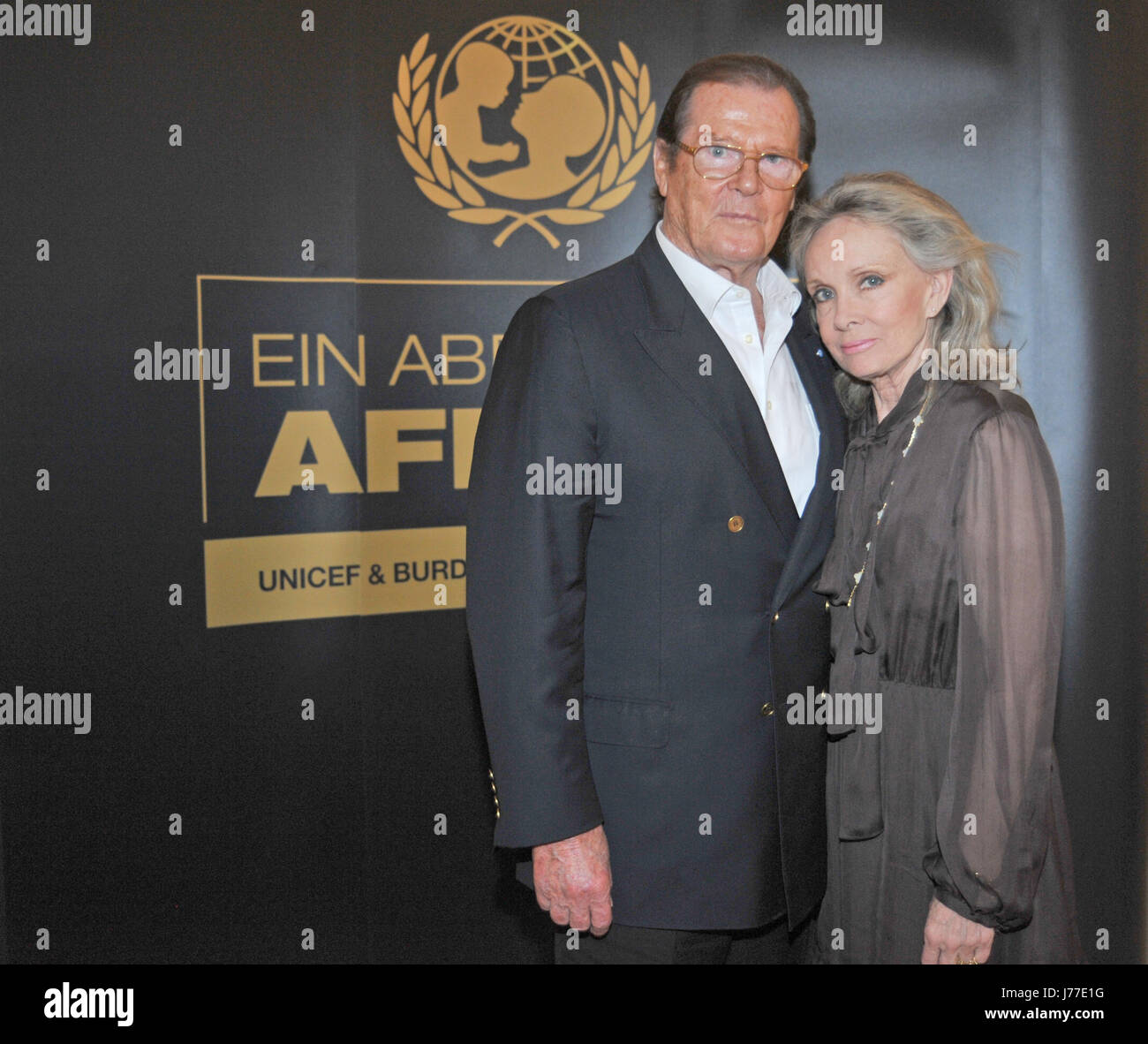 British actor Sir Roger Moore (L) and his wife Kristina Tholstrup (R) smile for a photo in Buehl, Germany, 06 June Stock Photo