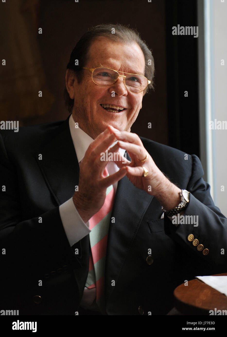 Munich, Germany. 29th Jan, 2010. British actor and UNICEF Ambassador Roger Moore during a press call in Munich, Stock Photo