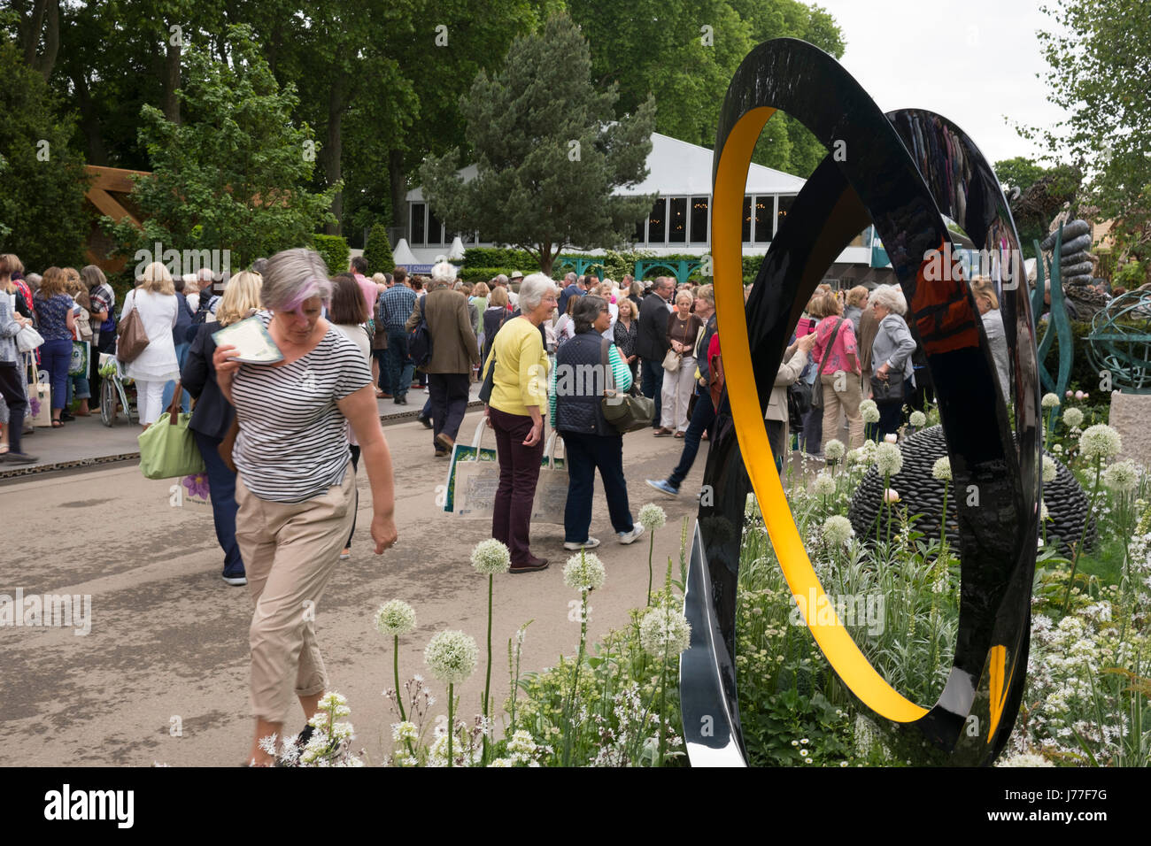 London, UK. 23rd May, 2017. Visitors on the main avenue at the openig day of the RHS Chelsea Flower Show, May 22, Stock Photo