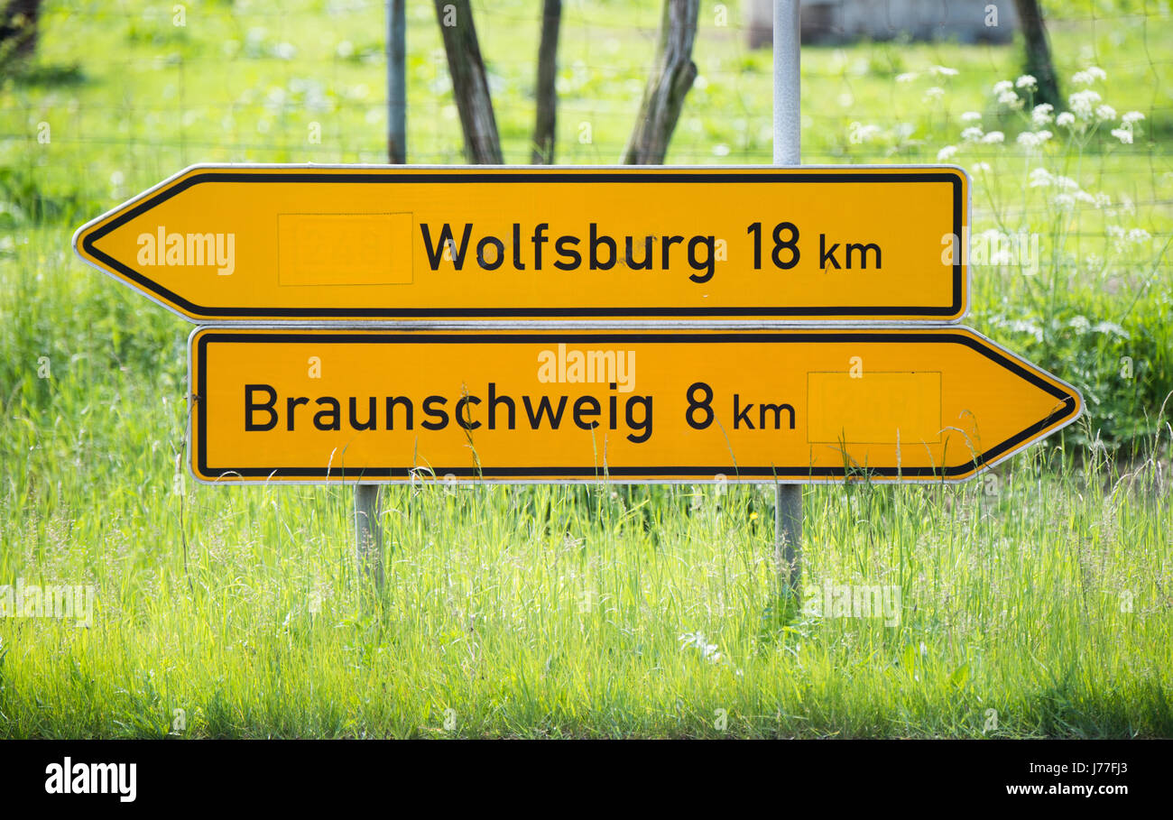 dpatop - Traffic signs point the way to Wolfsburg and Braunschweig, Lower Saxony, along a Federal Highway between - Stock Image