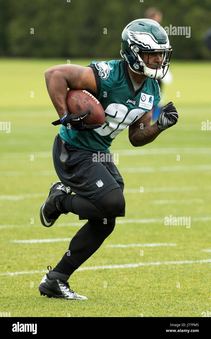 Philadelphia, Pennsylvania, USA. 23rd May, 2017. Philadelphia Eagles running back Corey Clement (30) runs drills - Stock Image