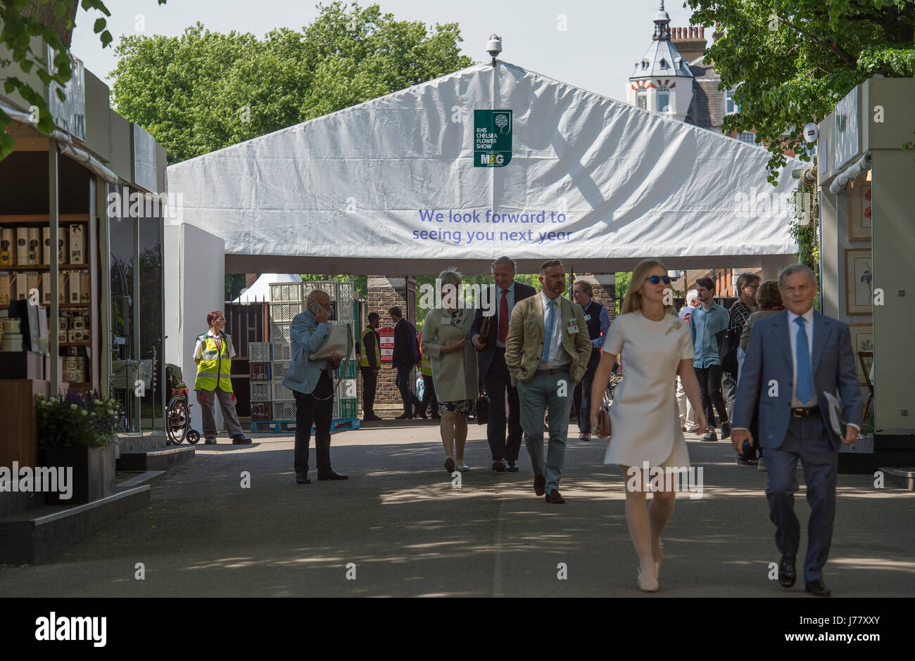 The Royal Hospital Chelsea, London, UK. 22 May, 2017. Visitors to the RHS Chelsea Flower Show press and VIP day. Stock Photo