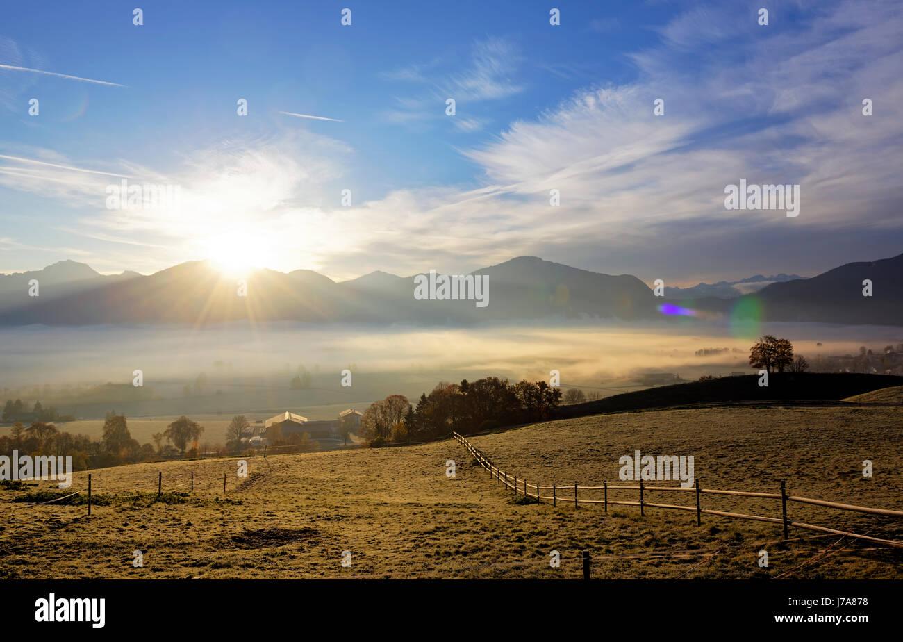 Sonnenaufgang Ÿber Loisachmoor, Loisachtal bei Gro§weil, Blaues Land, Oberbayern, Bayern, Deutschland, Stock Photo