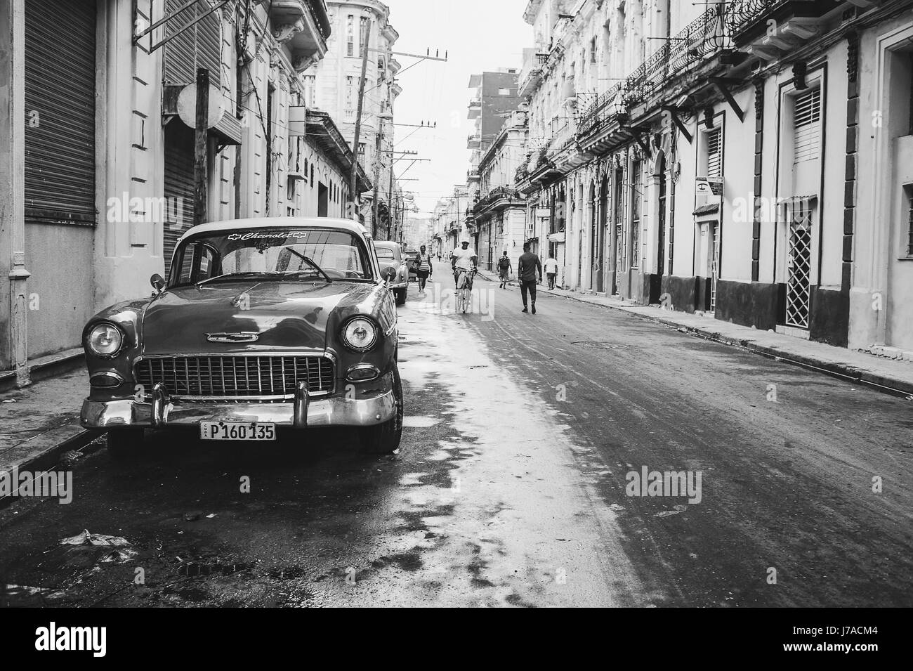 Old buildings and classic car parked on the street of Old Havana, Cuba. Monochrome - Stock Image