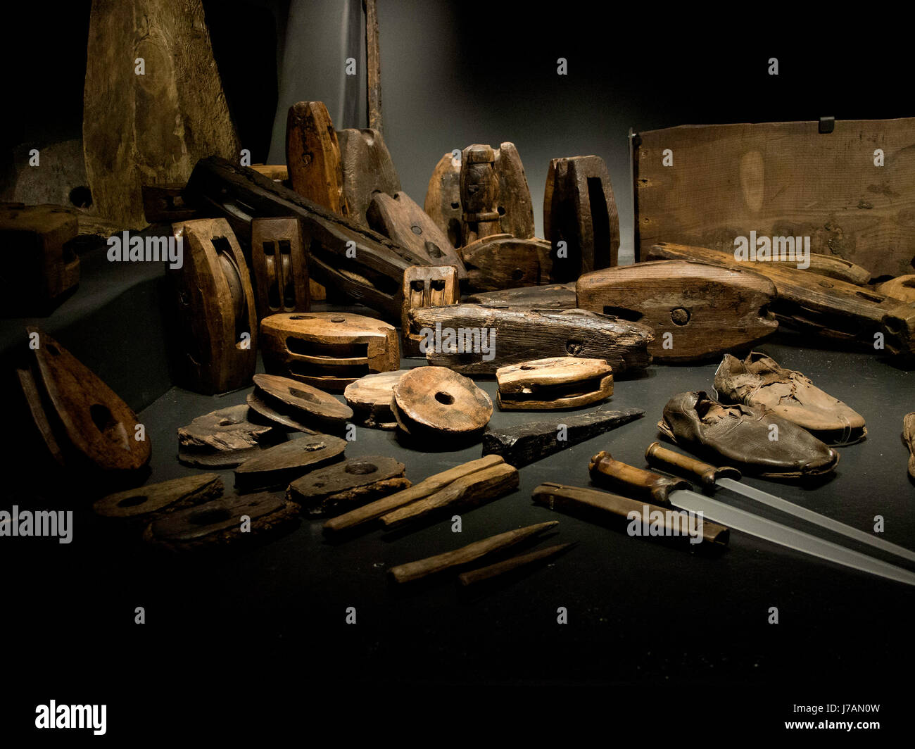 Blocks, Tackles and tools found in the carpenters cabin of the Tudor warship The Mary Rose - Stock Image