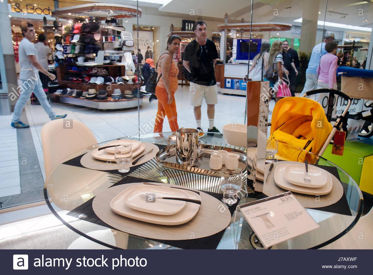 Miami Florida Dadeland Mall shopping retail display Arango design ...
