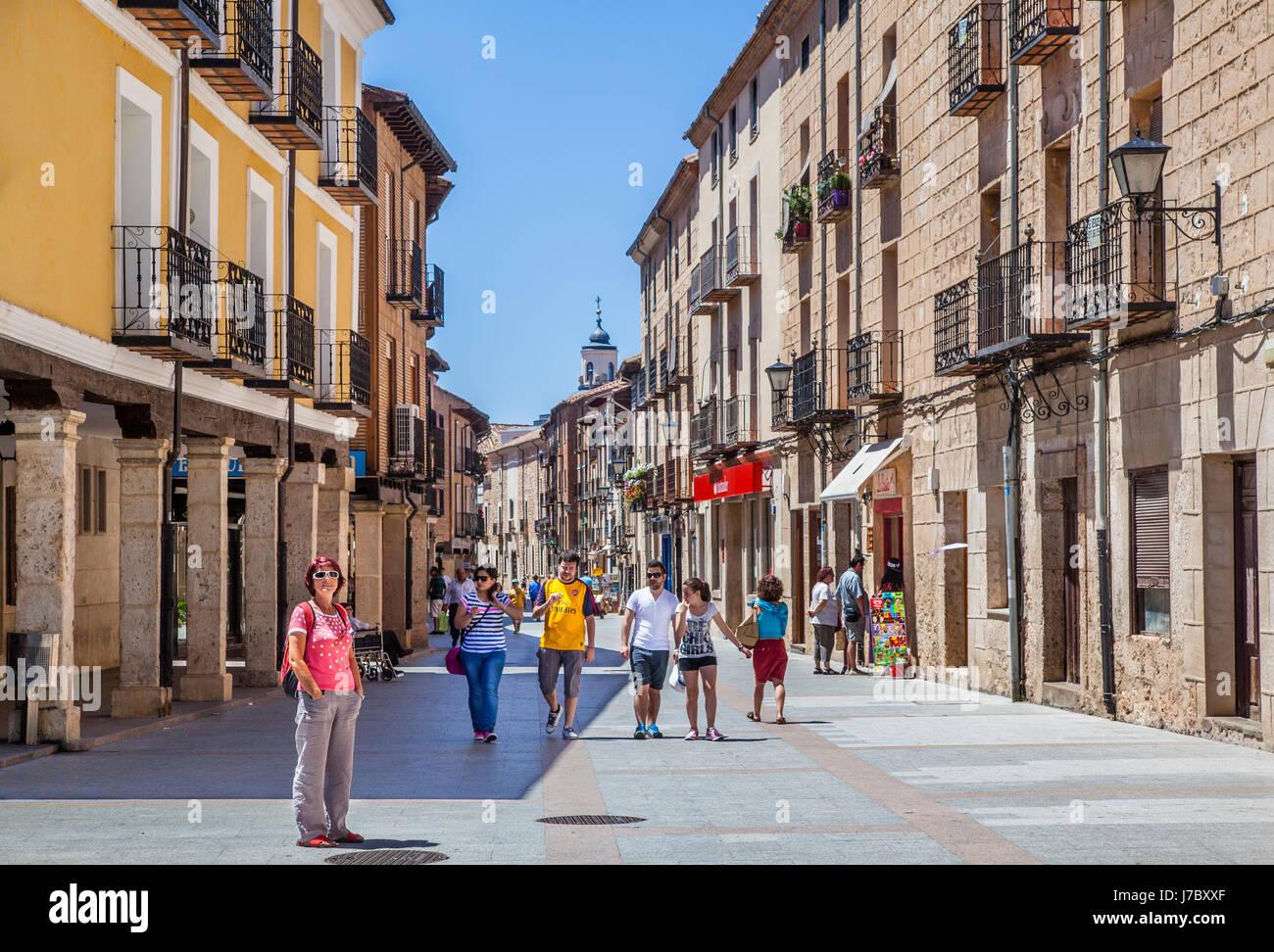 Spain, Castile and Leon, Burgo de Osma, arcaded Calle Mayor - Stock Image