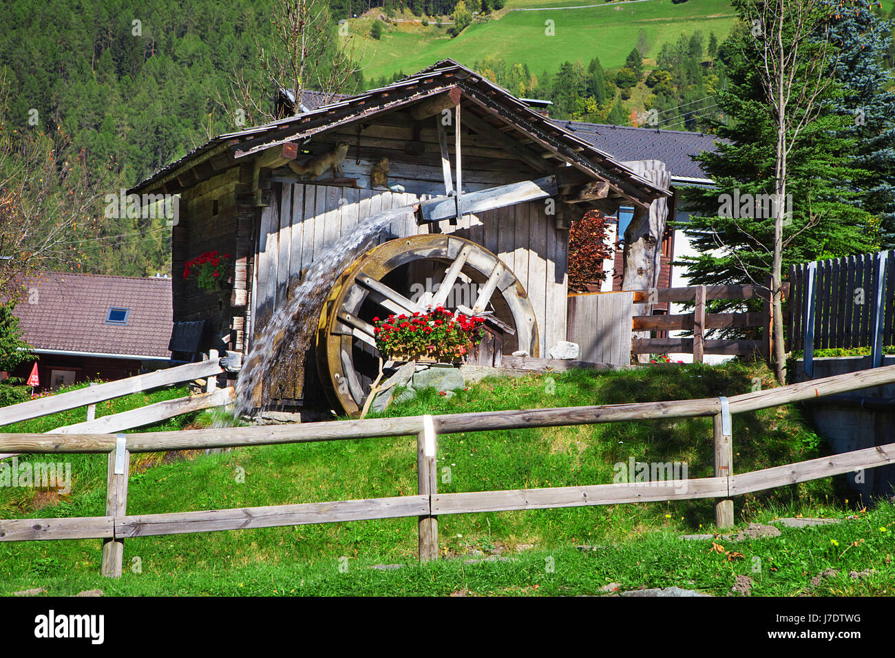 Wooden wheel of an ancient water mill in Dolomiti - Stock Image