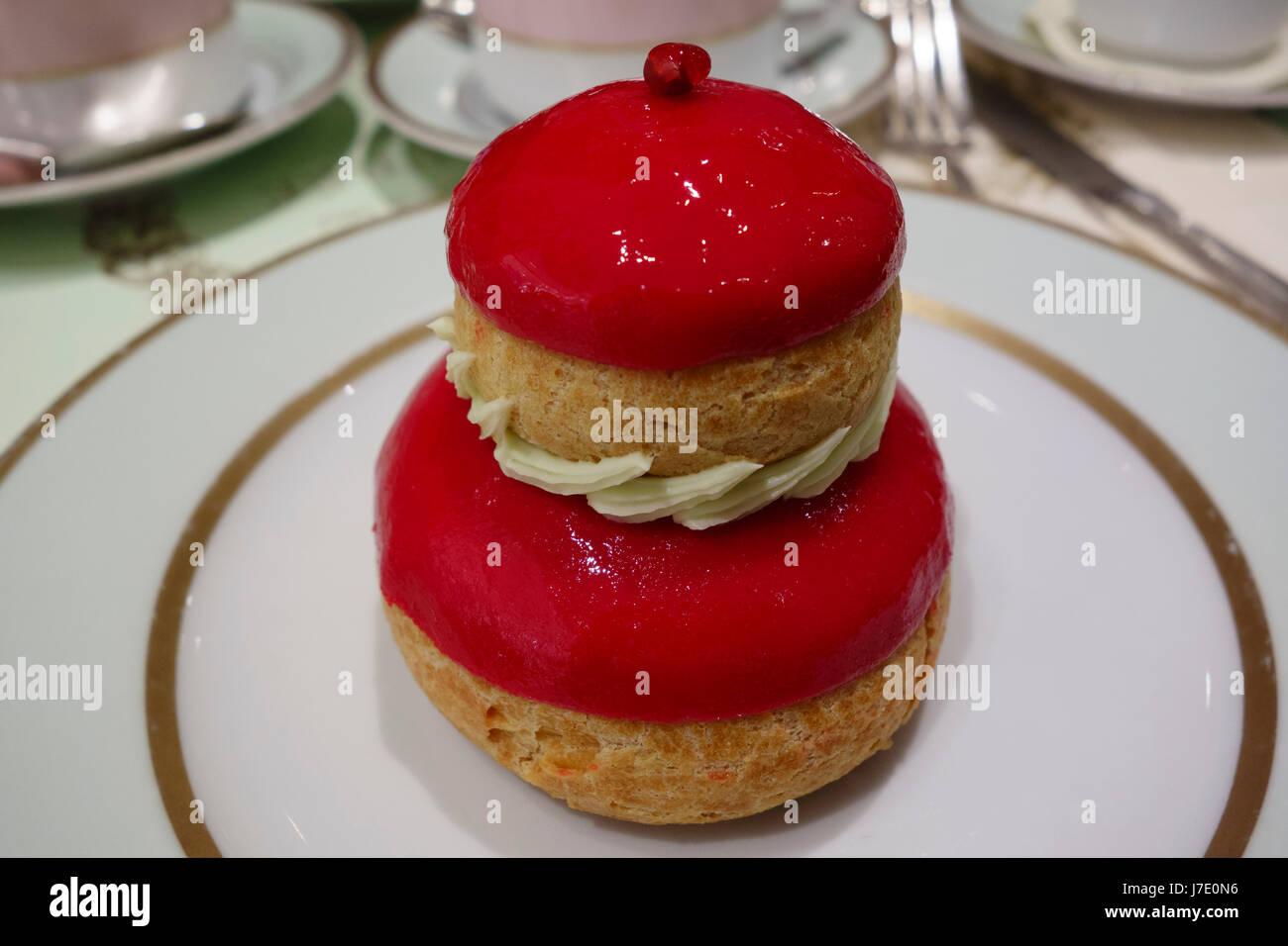 Strawberry religeuse at Laduree, Paris, France - Stock Image