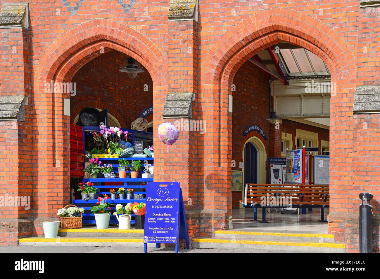 Side entrance, Windsor & Eton Riverside Railway Station, Datchet Road, Windsor, Berkshire, England, United Kingdom - Stock Image