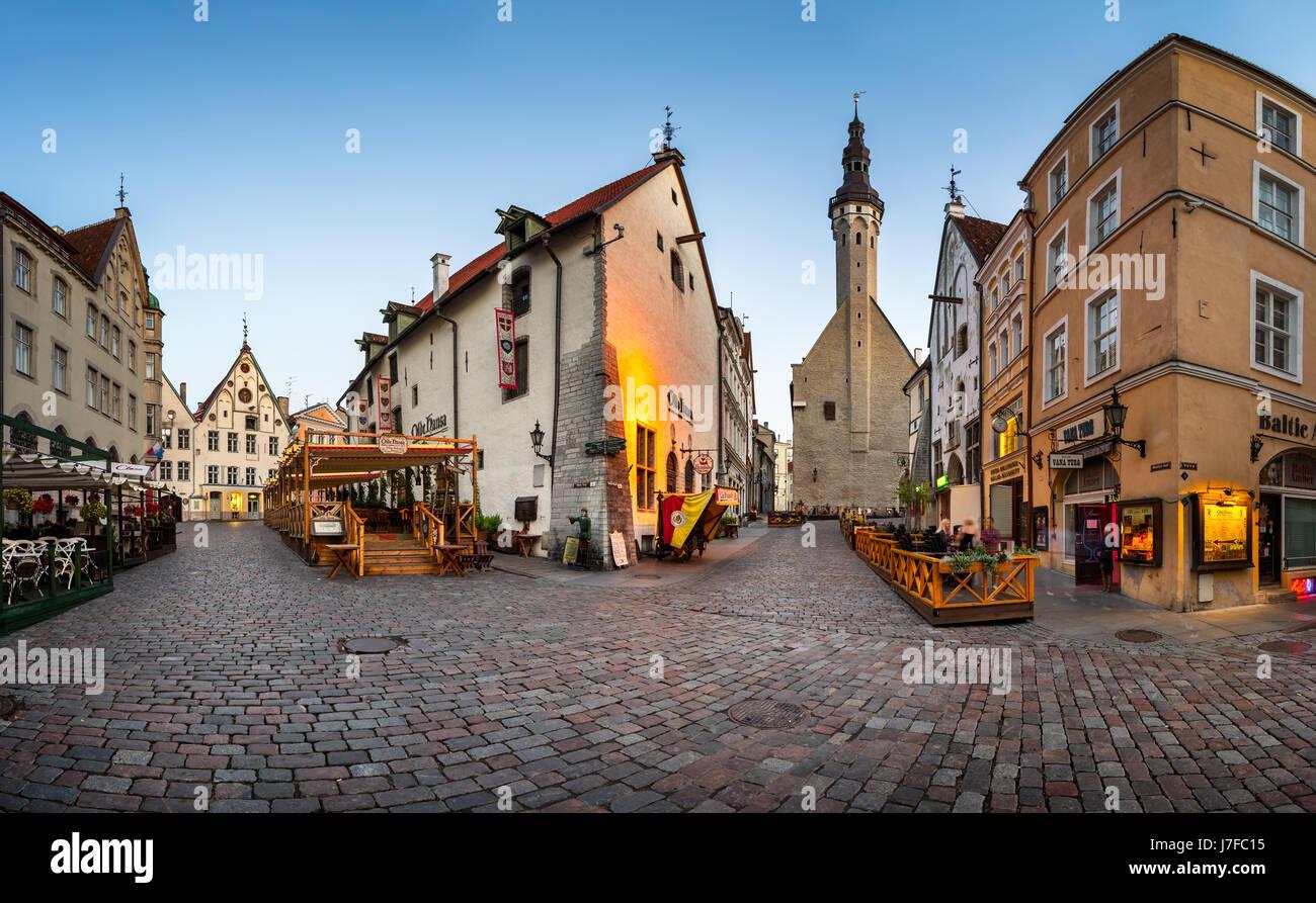 TALLINN, ESTONIA - AUGUST 1, 2014: Tallinn Town Hall and Olde Hansa Restaurant in  Tallinn, Estonia. Olde Hansa - Stock Image