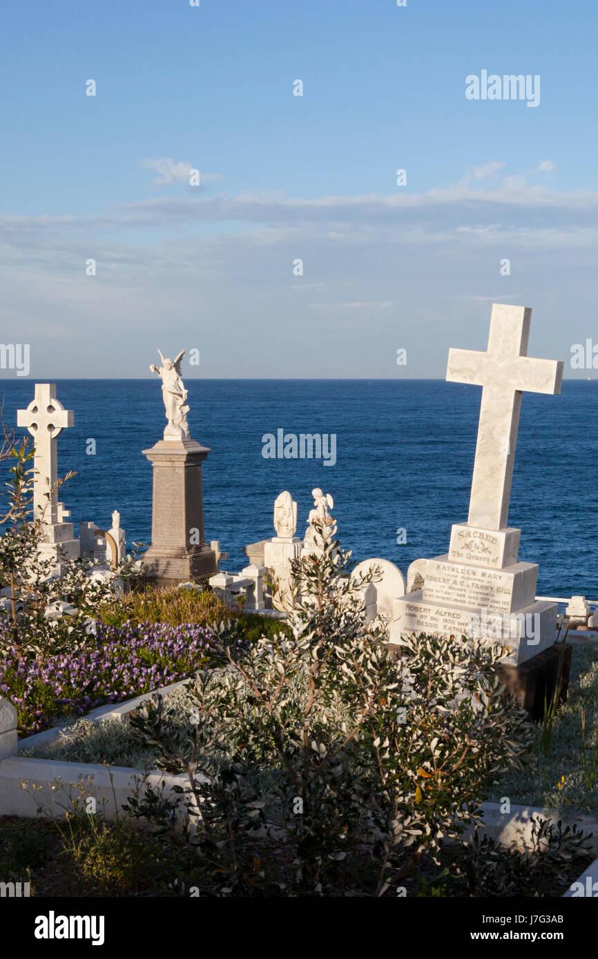 Bondi to Coogee pathway, coastal walk, via  Bronte Beach and Waverley Cemetery - Stock Image
