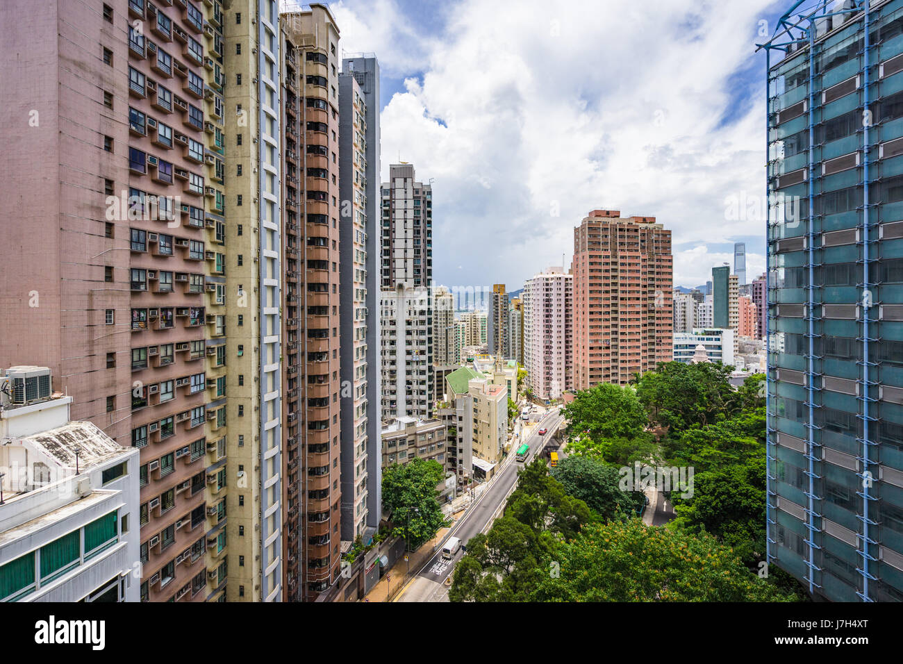 View from the Hong Kong Unviersity MTR exit that leads onto a concourse. The Kadoorie Biological Science Building - Stock Image