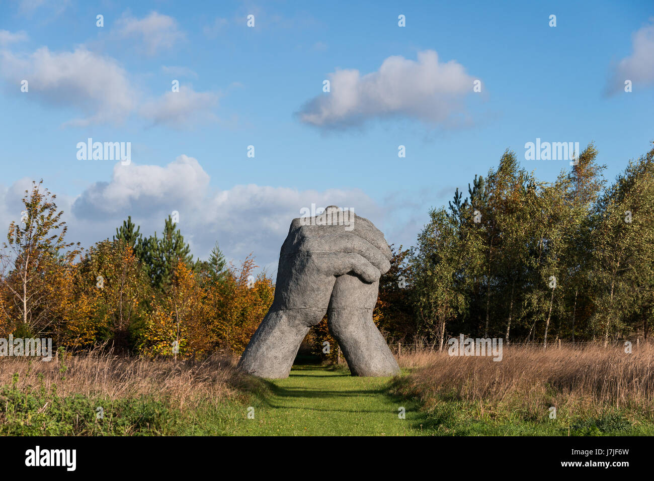 Large pair of hands sculpted by Sophie ryder - Stock Image